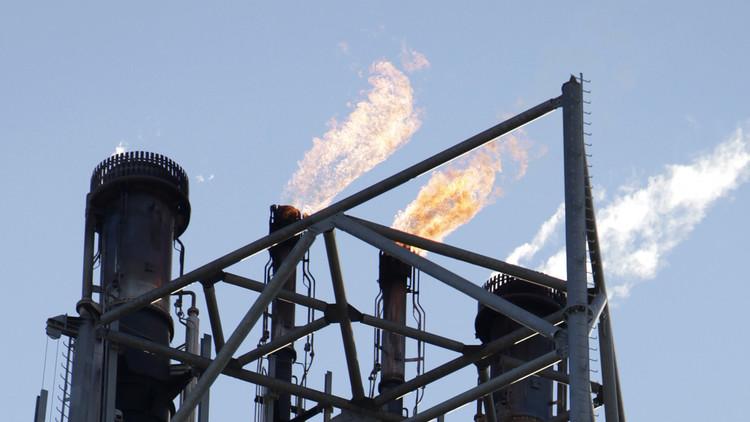 إيران تسابق السعودية في استخراج النفط من حقل مشترك