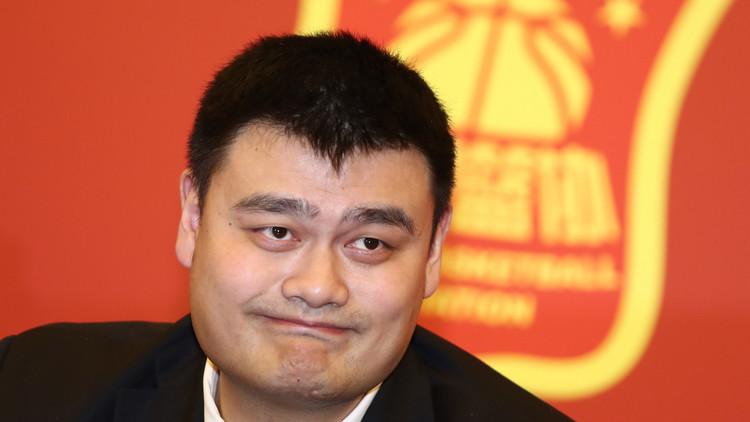 العملاق ياو مينغ رئيسا للاتحاد الصيني لكرة السلة