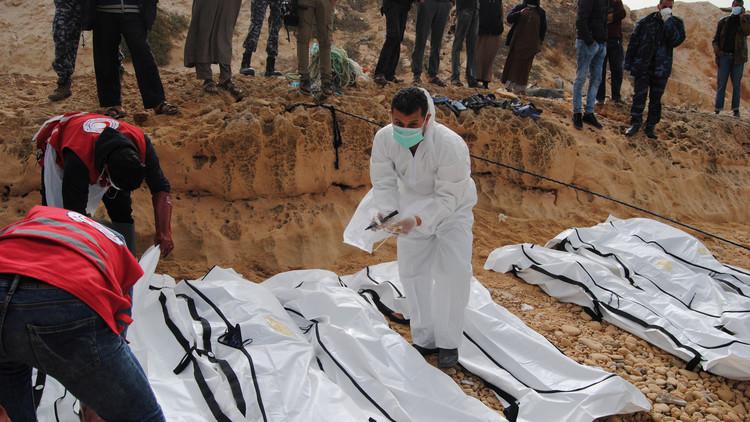 العثور على جثث 13 مهاجرا ماتوا بسبب الاختناق في حاوية للشحن غرب ليبيا