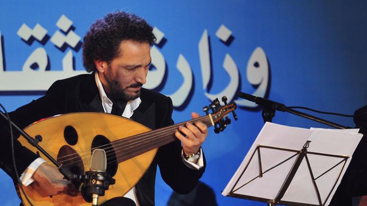 الفنّان العراقي نصير شمّة يعالج التطرف بالموسيقى