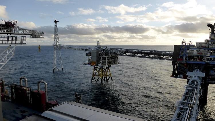 النفط ينخفض مع زيادة مخزونات الخام الأمريكية