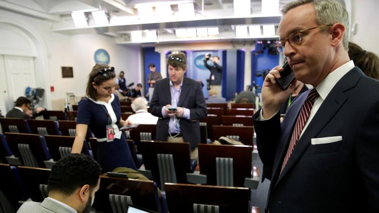 البيت الأبيض يمنع كبرى وسائل الإعلام من تغطية موجزه الصحفي
