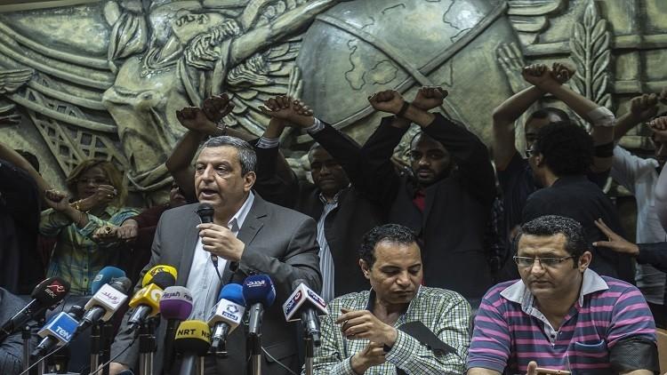 إرجاء الحكم في قضية نقيب الصحفيين المصريين إلى الشهر المقبل