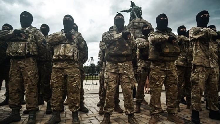 متطرفون يعتدون على مصرف روسي في أوديسا.. والشرطة تتفرج!
