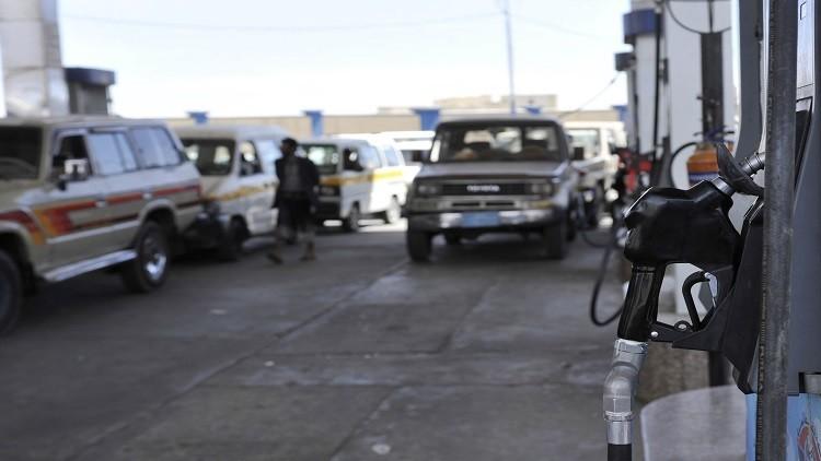 الرئيس هادي يلغي قرارا يجيز للقطاع الخاص استيراد مشتقات النفط