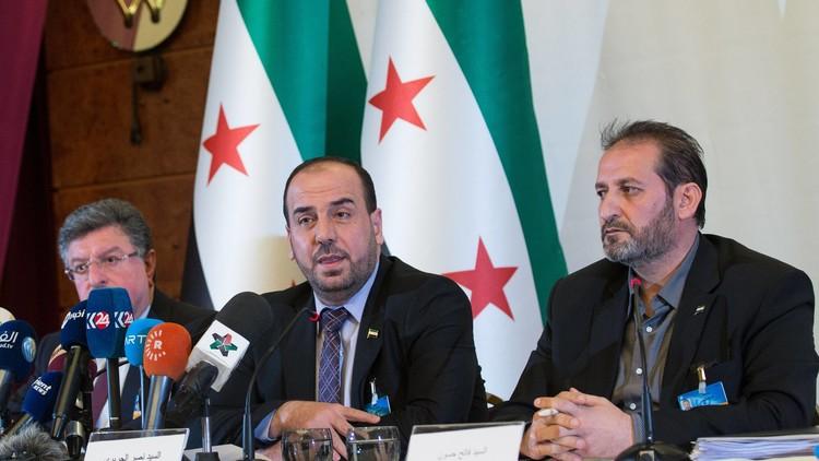 مصادر لـRT : خلافات داخل وفد الرياض بين العسكر والسياسيين حول طريقة التعامل مع تفجيرات حمص
