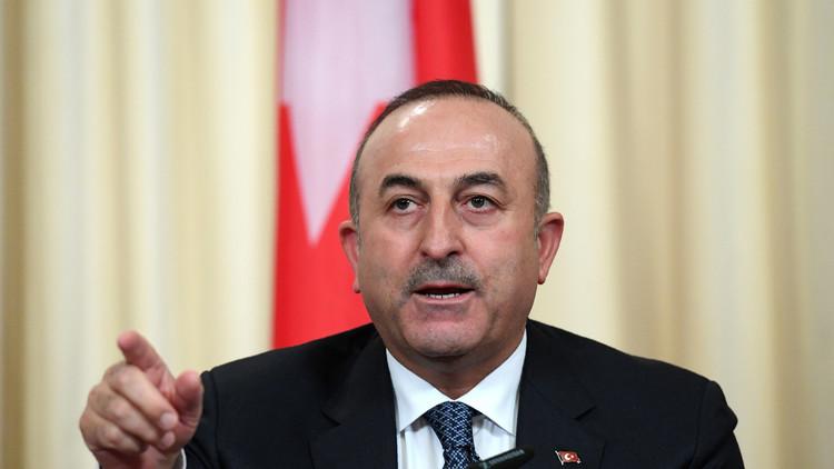 أزمة جزيرة قارداق.. أوغلو يصف وزير الدفاع اليوناني بـ