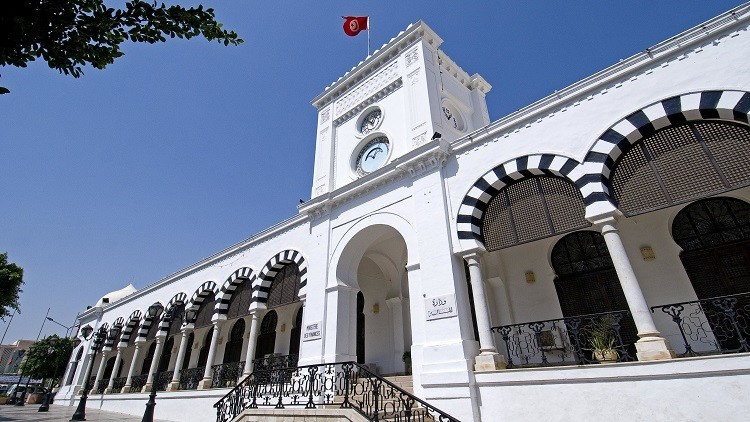تونس تخطط لتسريح 10 آلاف موظف في 2017