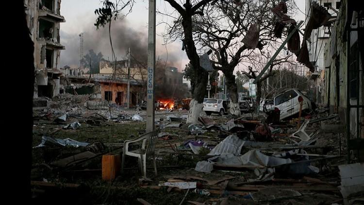 شهود: 3 مصابين بانفجار سيارة مفخخة في عاصمة الصومال