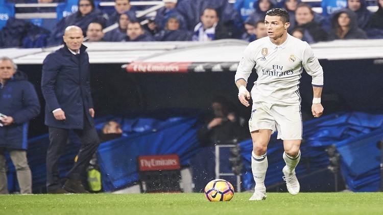 زيدان : ريال في الصدارة بجهود لاعبيه وليس بمساعدة الحكام