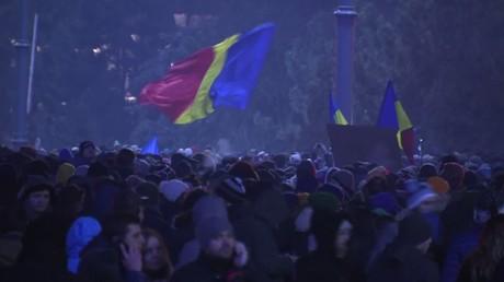 الآلاف في بوخارست يتظاهرون ضد  قانون بعدم تجريم سوء سلوك المسؤولين
