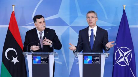 الأمين العام لحلف الناتو ينس ستولتنبرغ ورئيس حكومة الوفاق الوطني الليبية فايز السراج