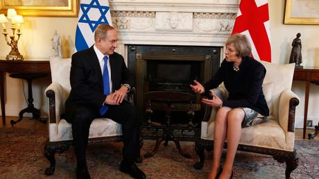 رئيسة الوزراء البريطانية تيريزا ماي ونظيرها الإسرائيلي بنيامين نتنياهو