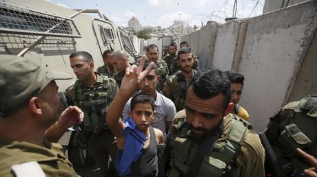 صبي فلسطيني معتقل