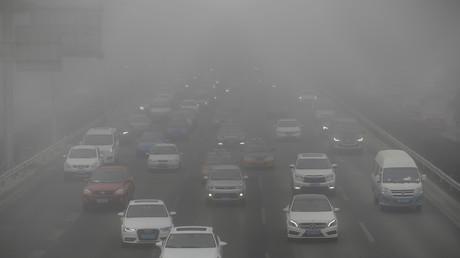 بكين تحظر المركبات كثيفة الانبعاثات لمجابهة الضباب الدخاني