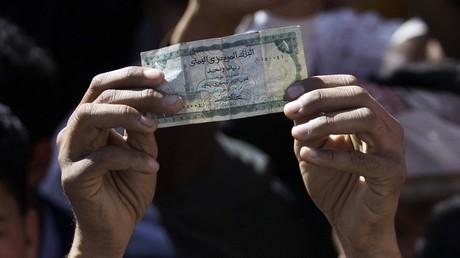 تعليق شراء الدولار في اليمن