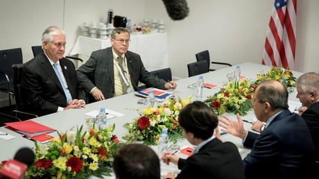لقاء لافروف وتيلرسون في بون