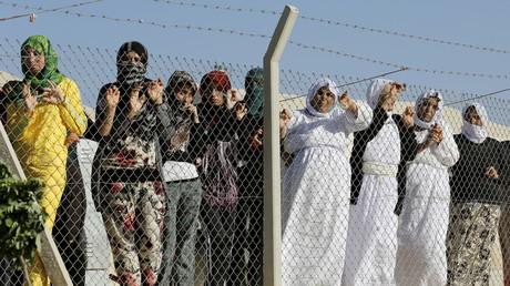 نساء وفتيات إيزيديات