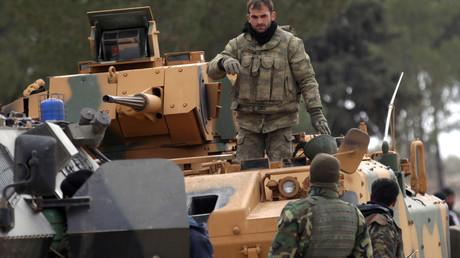 القوات التركية عند مدينة الباب السورية