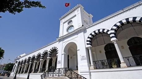 تونس تخطط لتسريح 10 آلاف موظف في 2017 استجابة لصندوق النقد الدولي