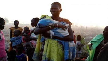 أسر من جنوب السودان تأكل الأعشاب للبقاء على قيد الحياة