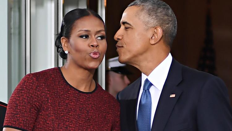 أوباما وزوجته يوقعان عقدا قياسيا لنشر مذكراتهما