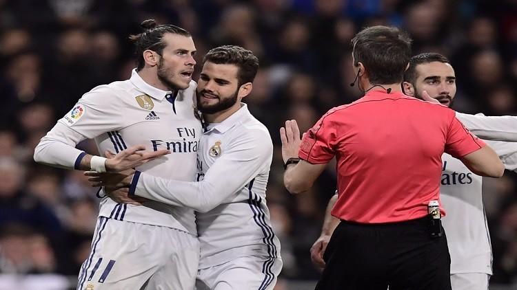 ريال مدريد يتعثر ويهدي الصدارة لبرشلونة