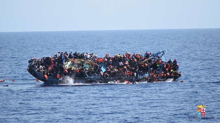 إنقاذ أكثر من ألف لاجئ عبروا البحر إلى أوروبا