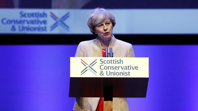 ماي تدافع عن وحدة بريطانيا وتهاجم