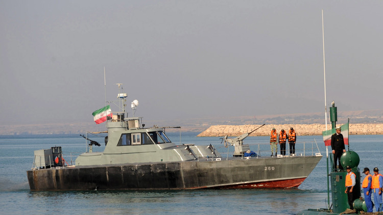 إيران تحتجز زورقين إماراتيين