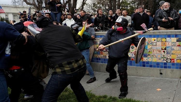 اشتباكات بين مؤيدي ومعارضي ترامب في كاليفورنيا