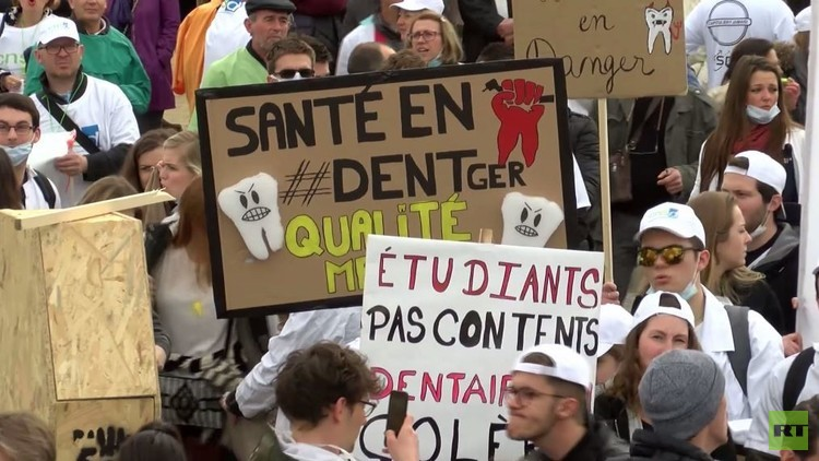تظاهرات طلبة الطب في باريس ضد قانون جديد يفرض مزيدا من الضرائب