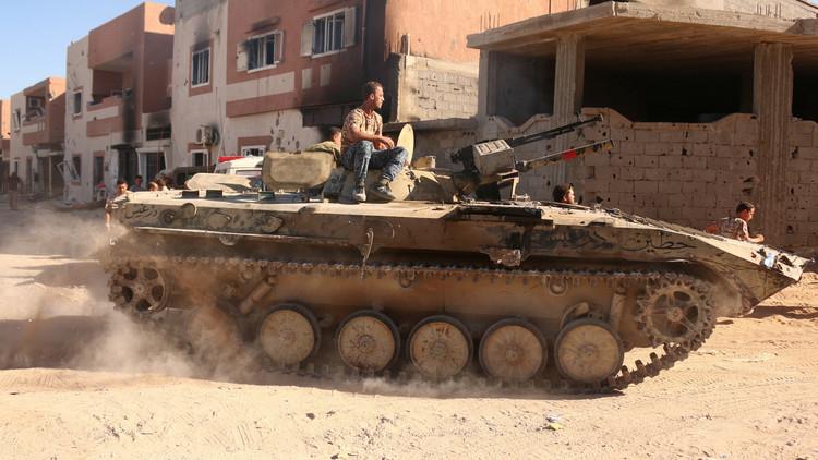الجيش الليبي يكثف قصفه للمسلحين لاستعادة الموانىء النفطية