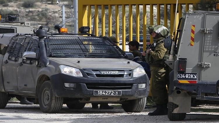 الجيش الإسرائيلي يعتقل نائبين وقياديا في حماس