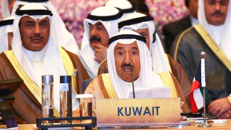 أمير الكويت يأمر بدراسة إعادة الجنسية لعدد ممن أسقطت عنهم