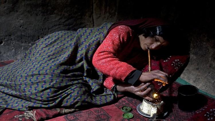 تزايد استخدام النساء في تهريب المخدرات في أفغانستان