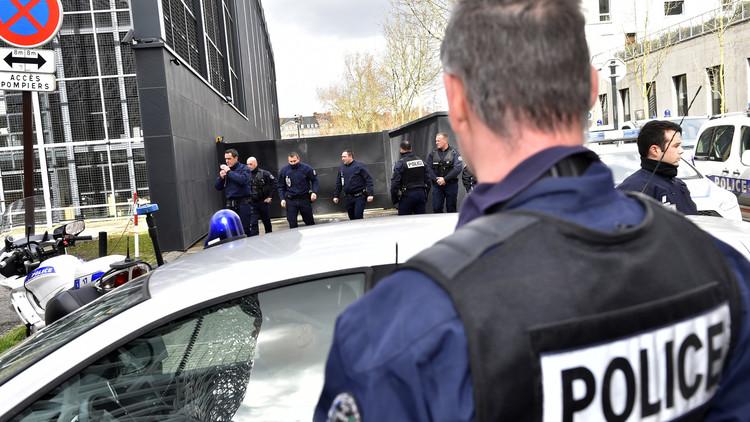 فرنسا تسلم دبلوماسيا سوريا سابقا مدانا بالاغتصاب إلى سويسرا