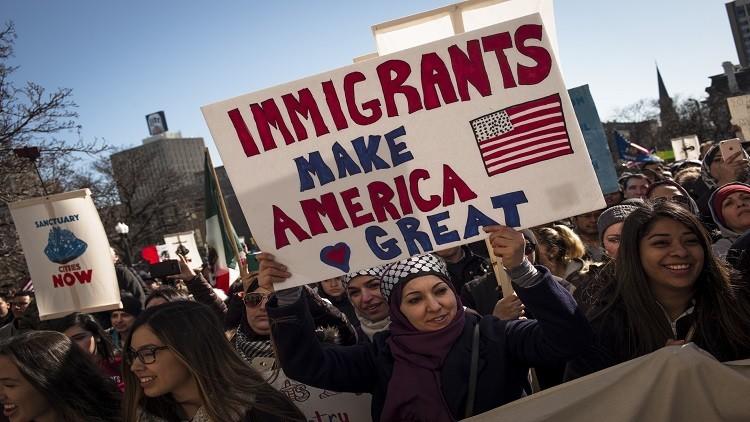 لاجىء سوري يكسب دعوى قضائية ويكسر قرار ترامب بشأن الهجرة