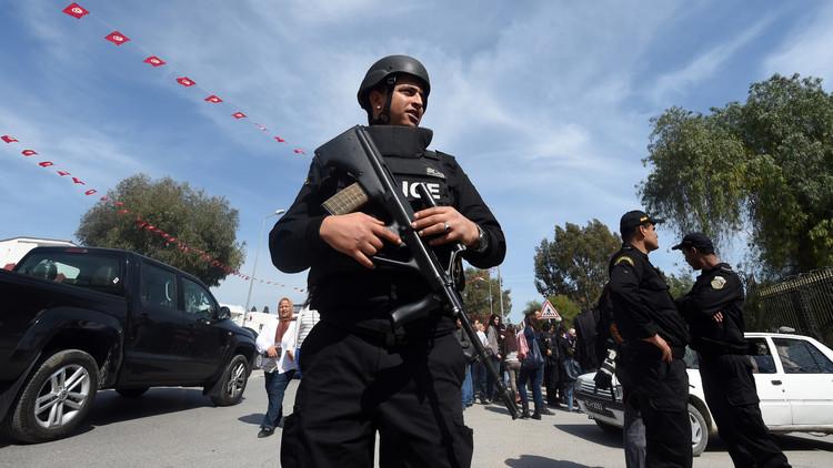 مقتل مسلحين اثنين ورجل أمن بتبادل إطلاق نار في ولاية قبلي التونسية