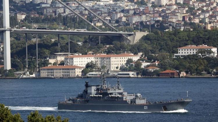 سفينتان حربيتان روسيتان تعودان من مهمتهما في سوريا