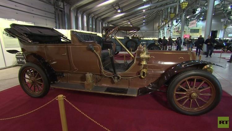 سيارتان للقيصر الروسي الأخير تعرضان في موسكو