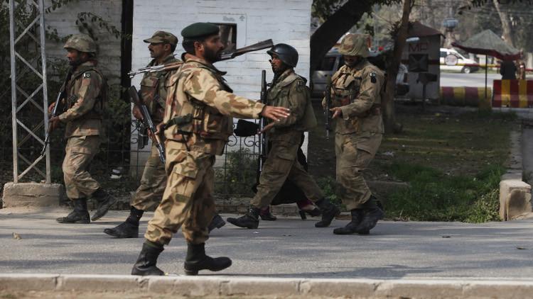 باكستان تعدم 3 متطرفين من حركة طالبان