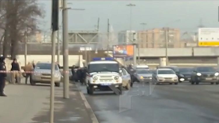 بالفيديو.. الشرطة الروسية تضبط سيارة تحمل أسلحة في موسكو
