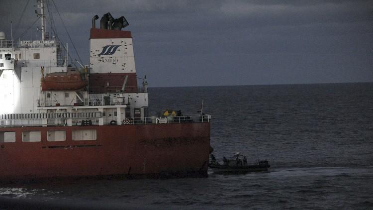 قراصنة صوماليون يفرجون عن ناقلة نفط وطاقمها