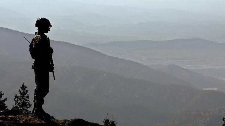 مقتل 3 عناصر أمن باكستانيين و8 إرهابيين