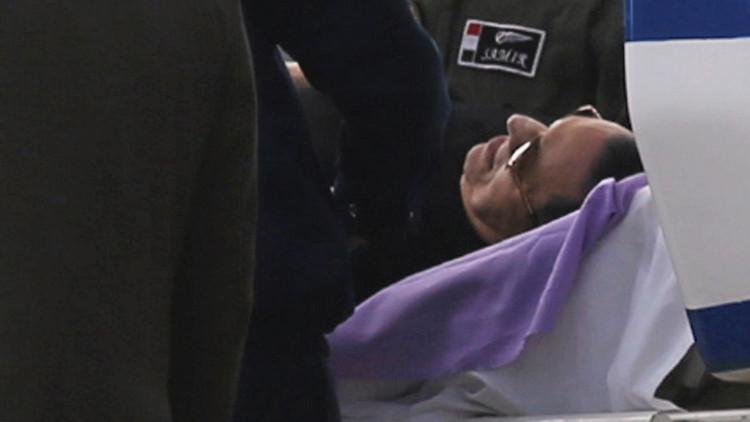 المصريون يترقبون خروج مبارك
