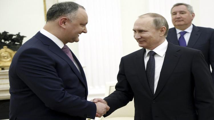 بوتين يتلقى هدية من كروم مولدوفا