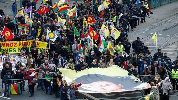 آلاف الأكراد يهتفون ضد أردوغان في فرانكفورت