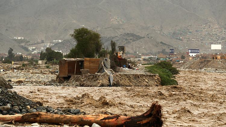 الأمطار تقتل العشرات وتلحق الدمار في الإكوادور وبيرو