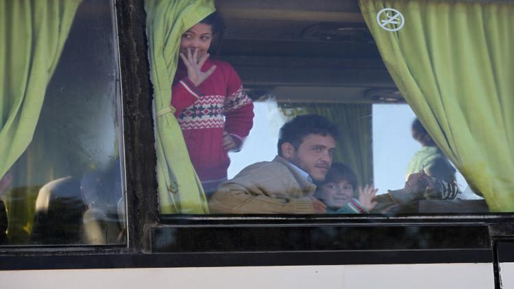وصول الدفعة الأولى من المسلحين وعائلاتهم إلى ريف حلب الشمالي